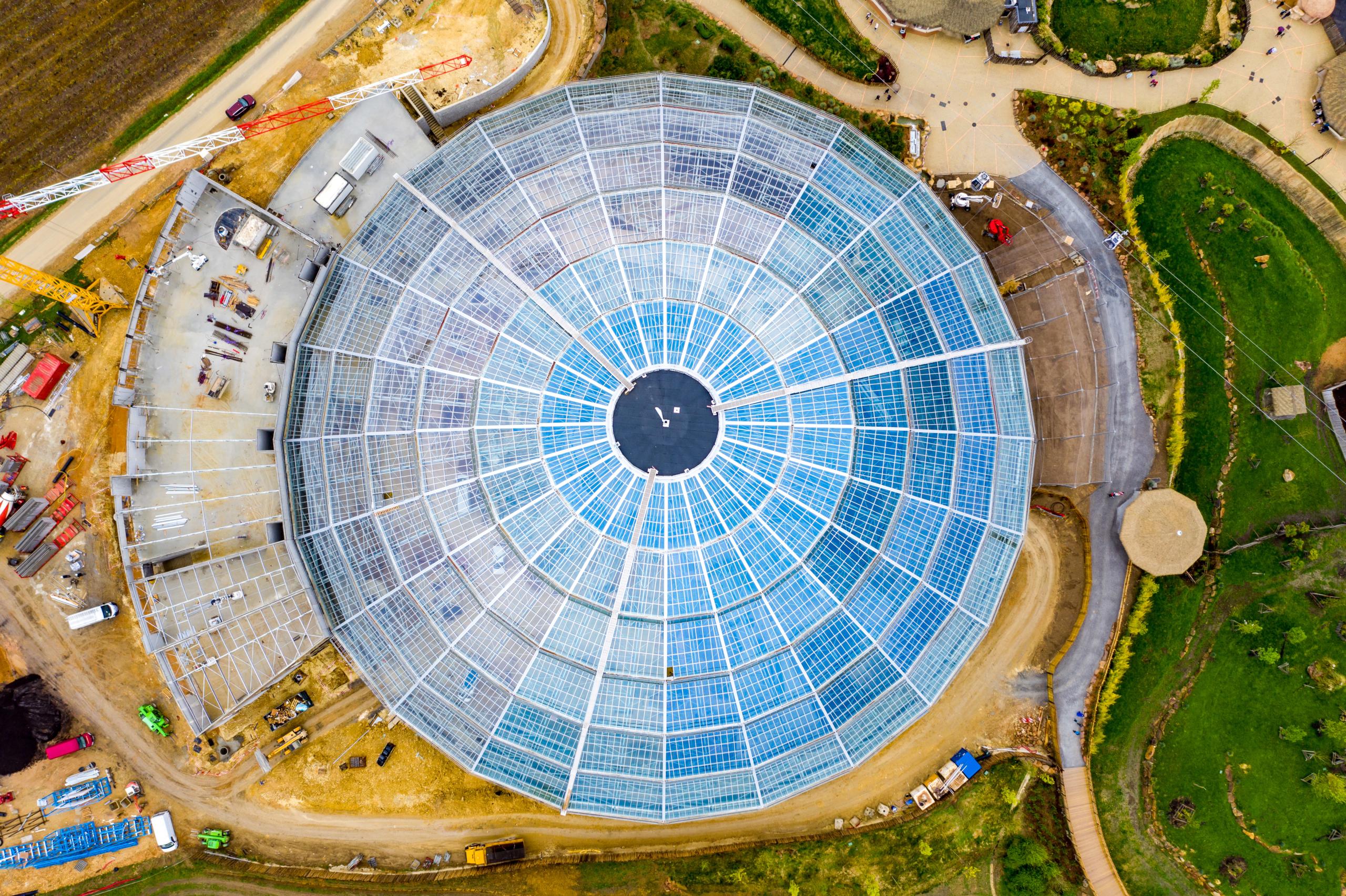 La construction du dôme du Zooparc de Beauval