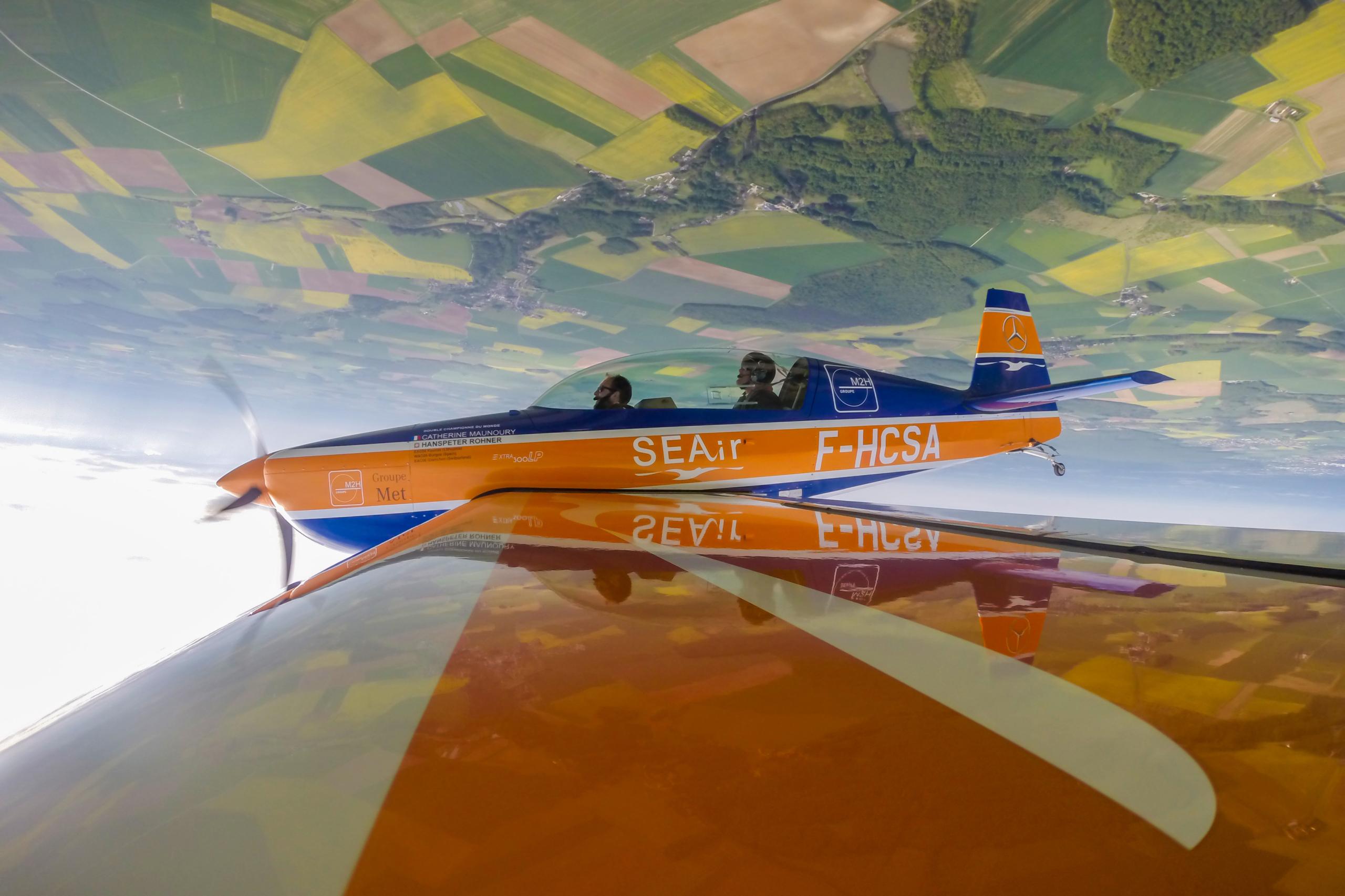 Voltige aérienne au dessus de l'aérodrome de Blois-Le Breuil